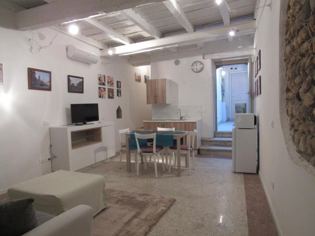 The lounge or bar area at San Nazaro 55