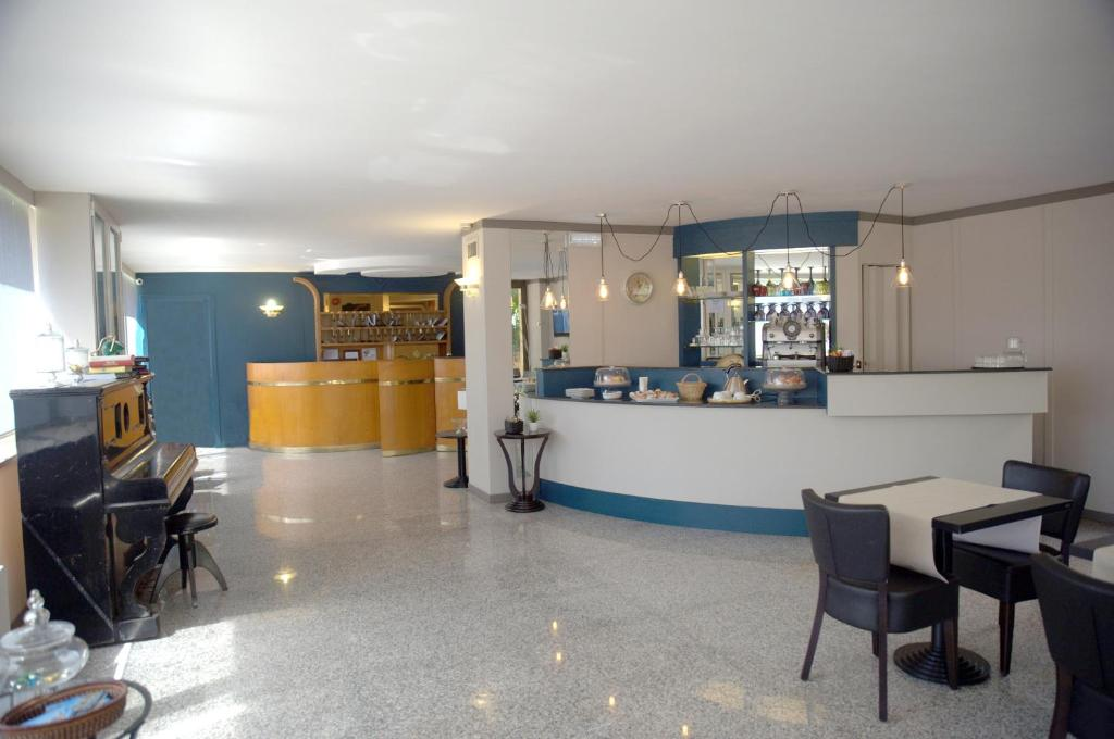 The lounge or bar area at Hotel Desiderio