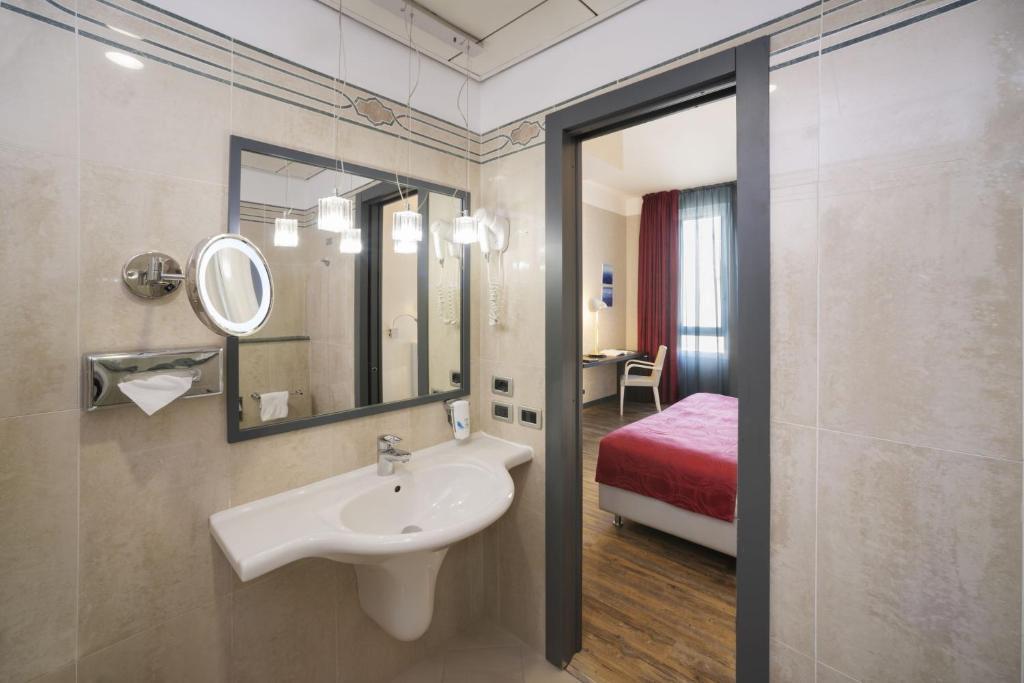Ein Badezimmer in der Unterkunft c-hotels Atlantic