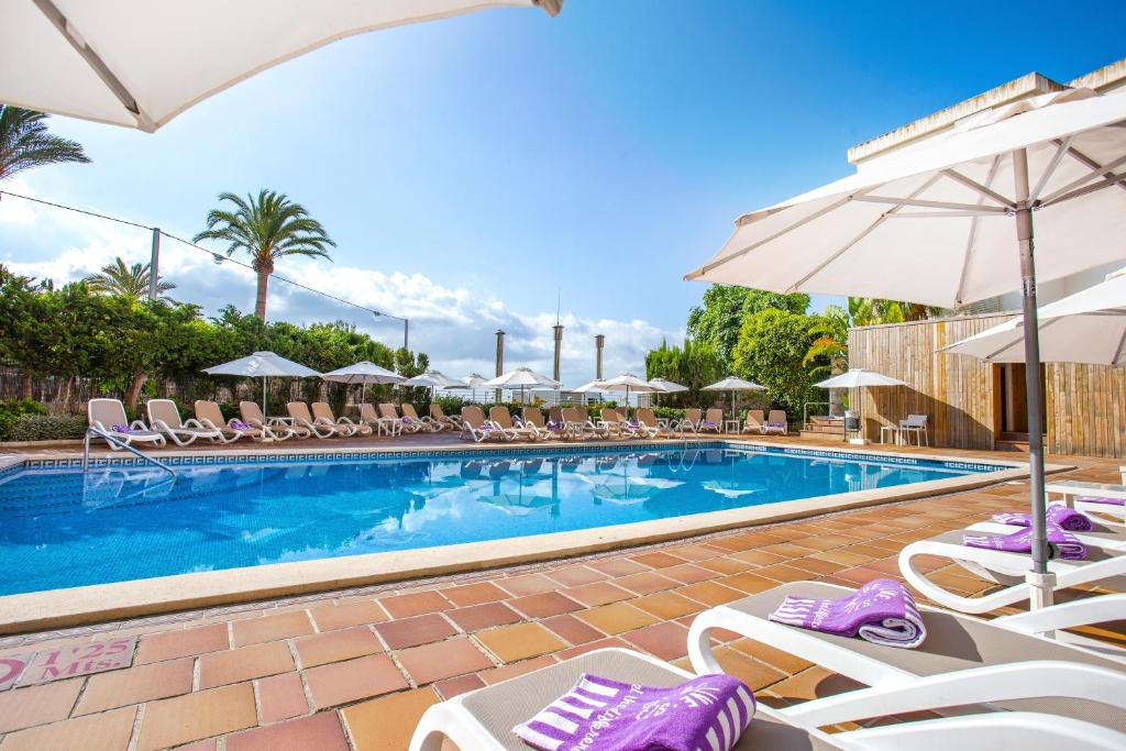 The swimming pool at or near Be Live Experience Costa Palma