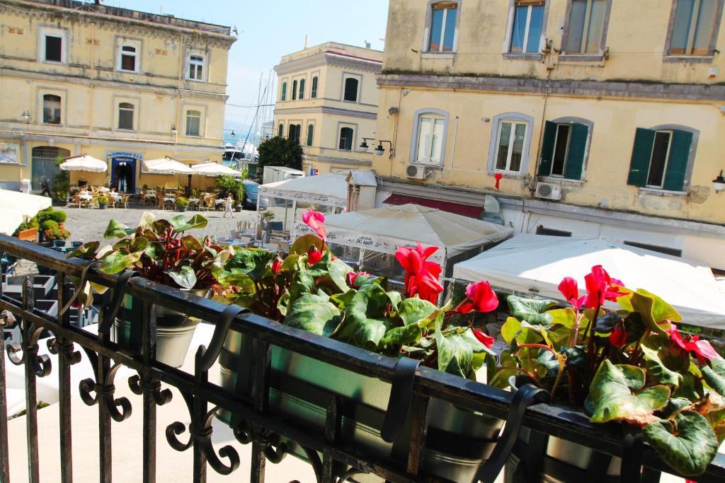 Balcone o terrazza di Casa Chirico al Borgo Marinaro