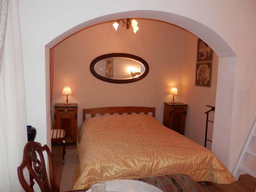 Letto o letti in una camera di Antique apartment in Prague