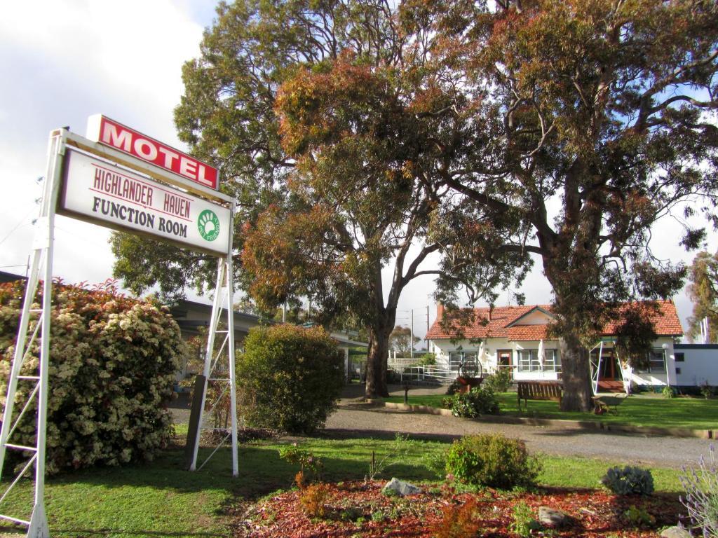 A garden outside Highlander Haven Motel