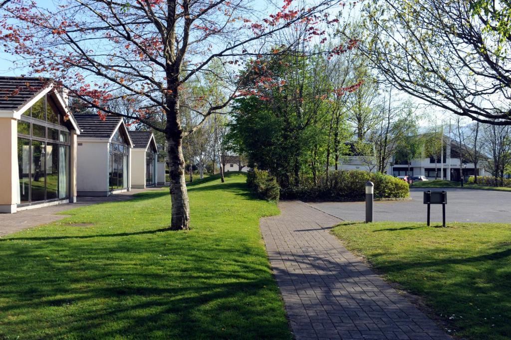 A garden outside Castlerosse Park Resort Holiday Homes