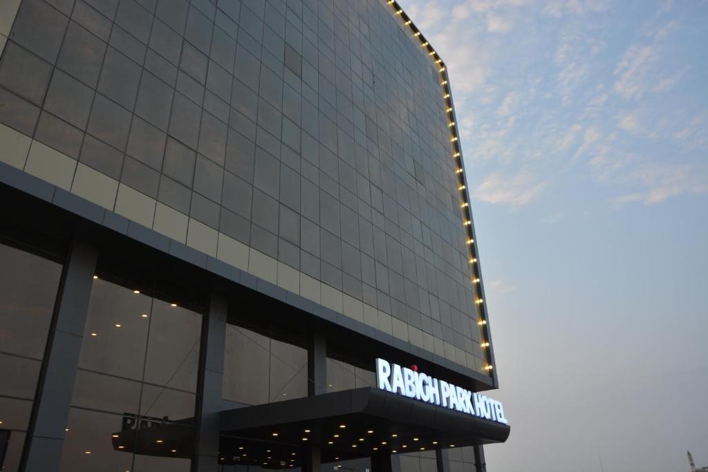 A fachada ou entrada em Rabigh Park Hotel