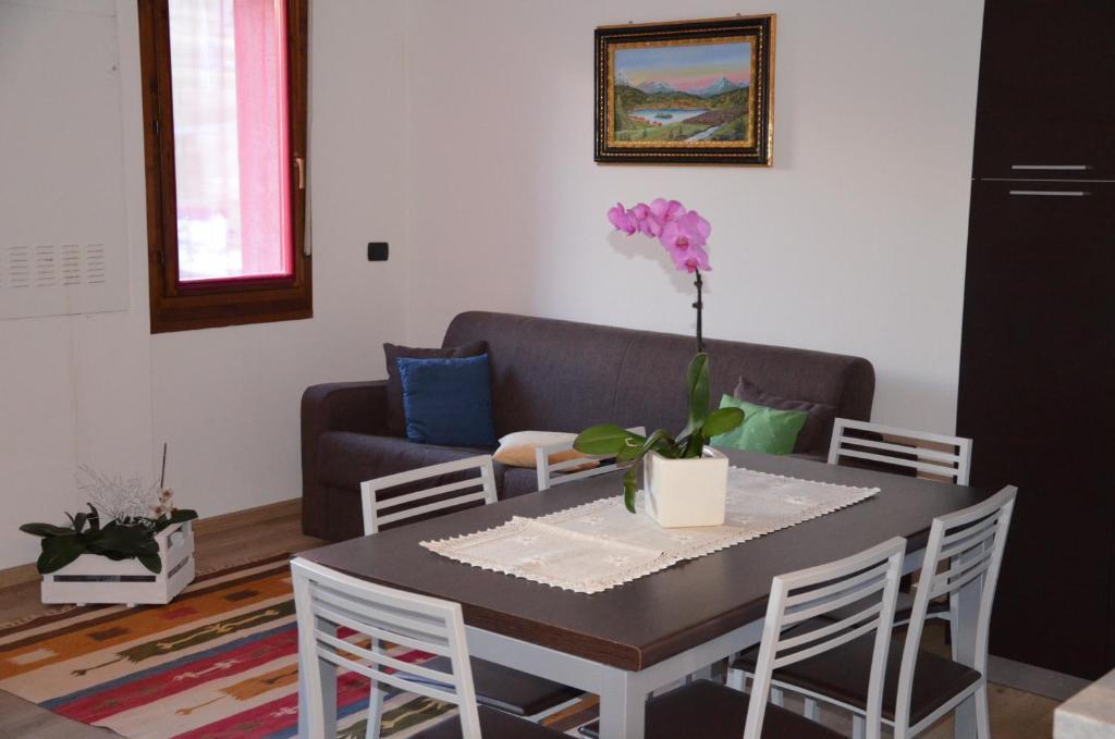 The lounge or bar area at Le Sorgenti