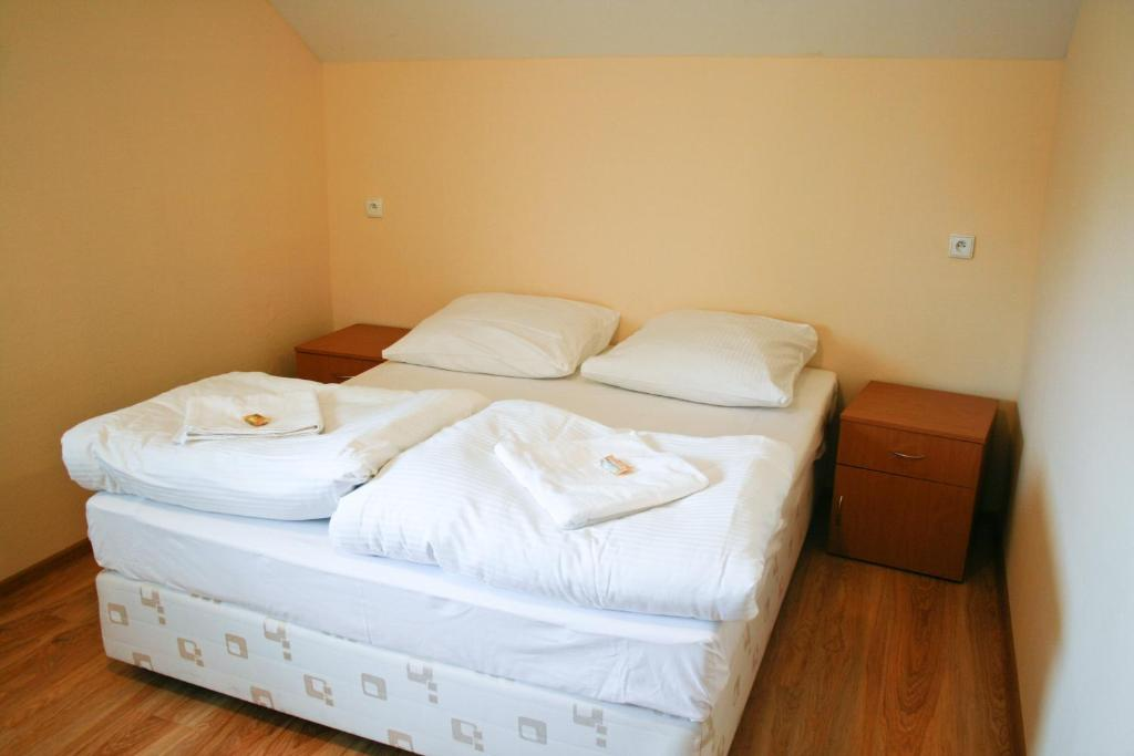 A bed or beds in a room at Hotel 7