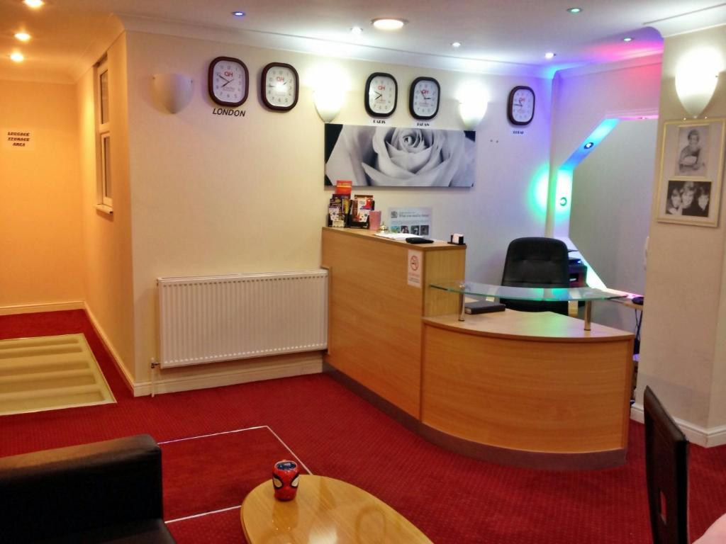The lobby or reception area at City View Hotel - Roman Road Market