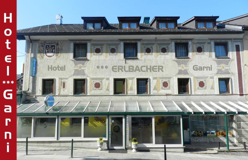 Eine Fassade oder ein Eingang zu Hotel Garni Erlbacher