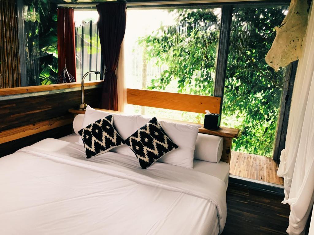 A bed or beds in a room at Sun Moon Lake Secret Garden Villa
