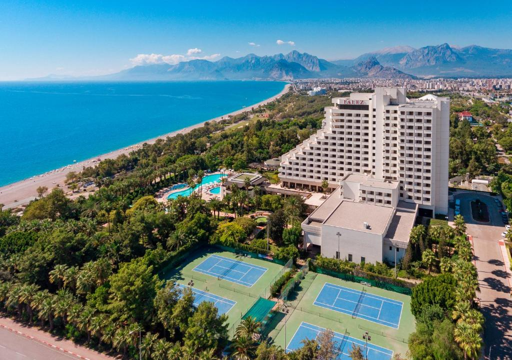 Een luchtfoto van Özkaymak Falez Hotel