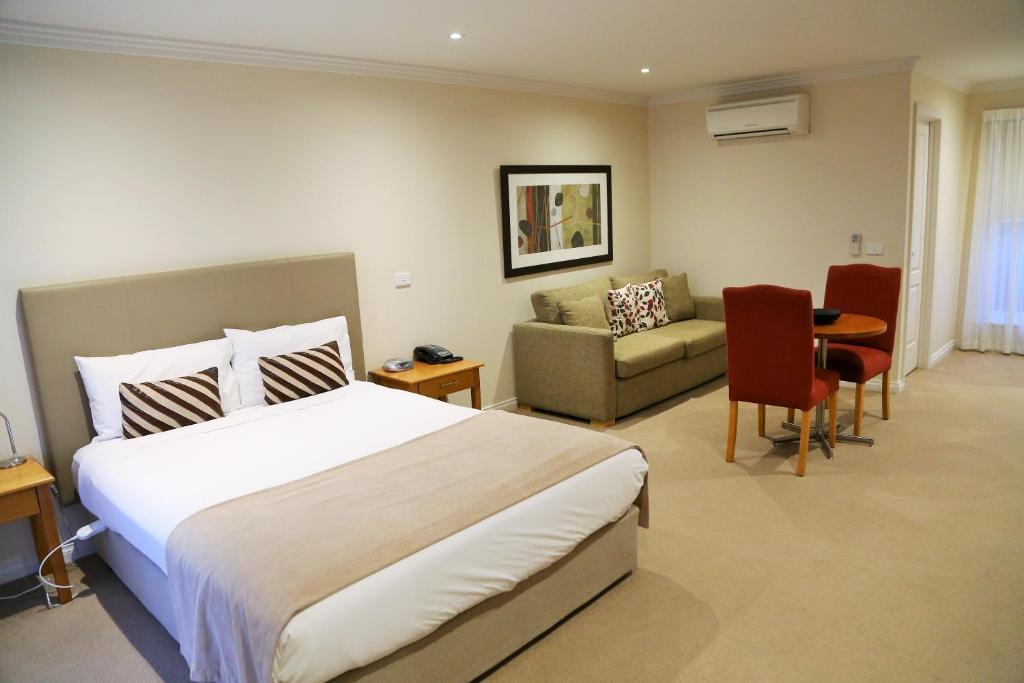 A room at Allansford Hotel Motel