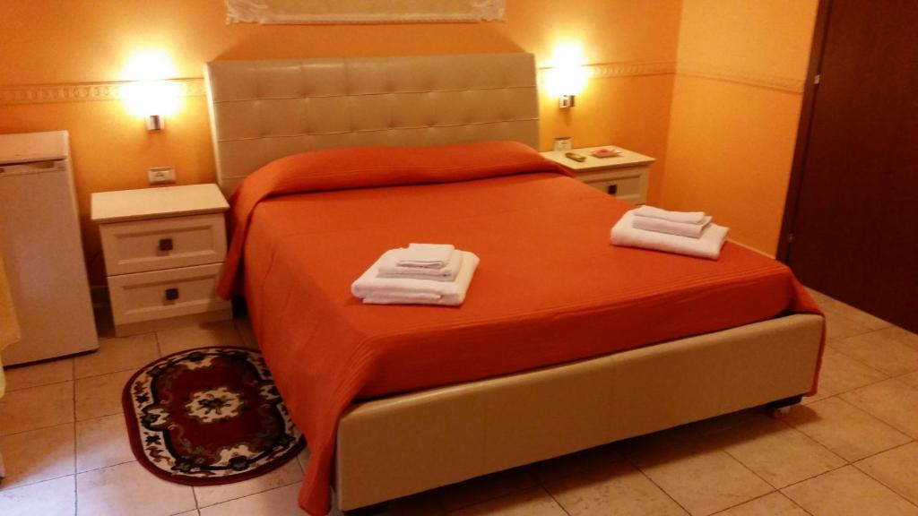 A bed or beds in a room at Hotel Gorizia