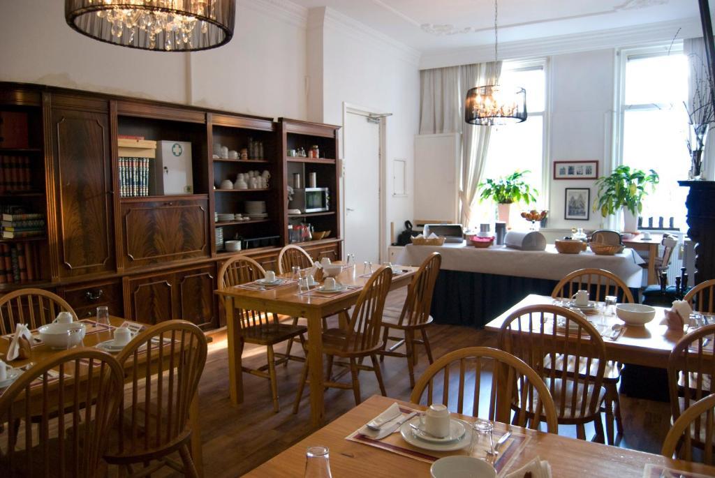 Een restaurant of ander eetgelegenheid bij Pension Delfzijl