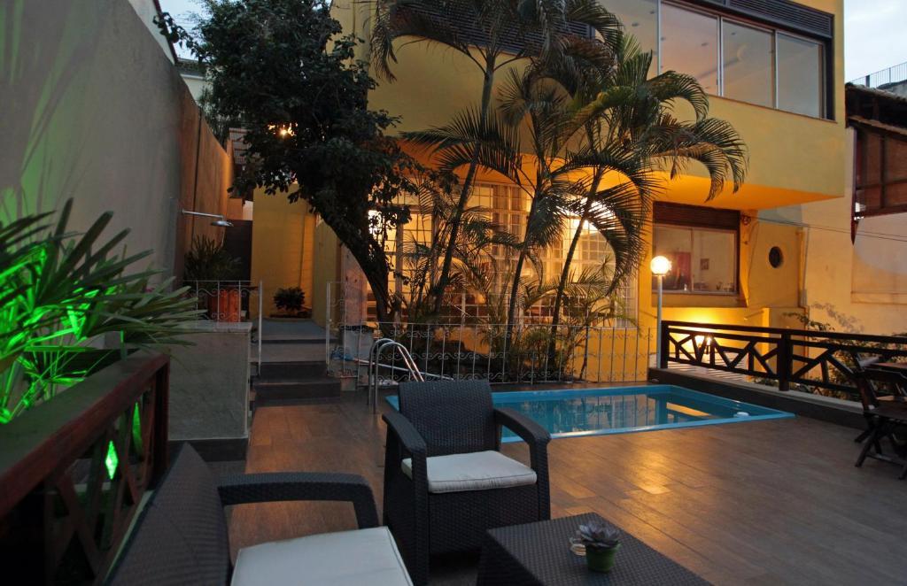 The lounge or bar area at Hangar Rio Hostel