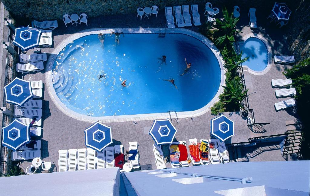 Uitzicht op het zwembad bij Annapolis Inn of in de buurt