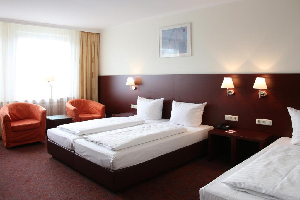 A bed or beds in a room at ANDI Stadthotel München