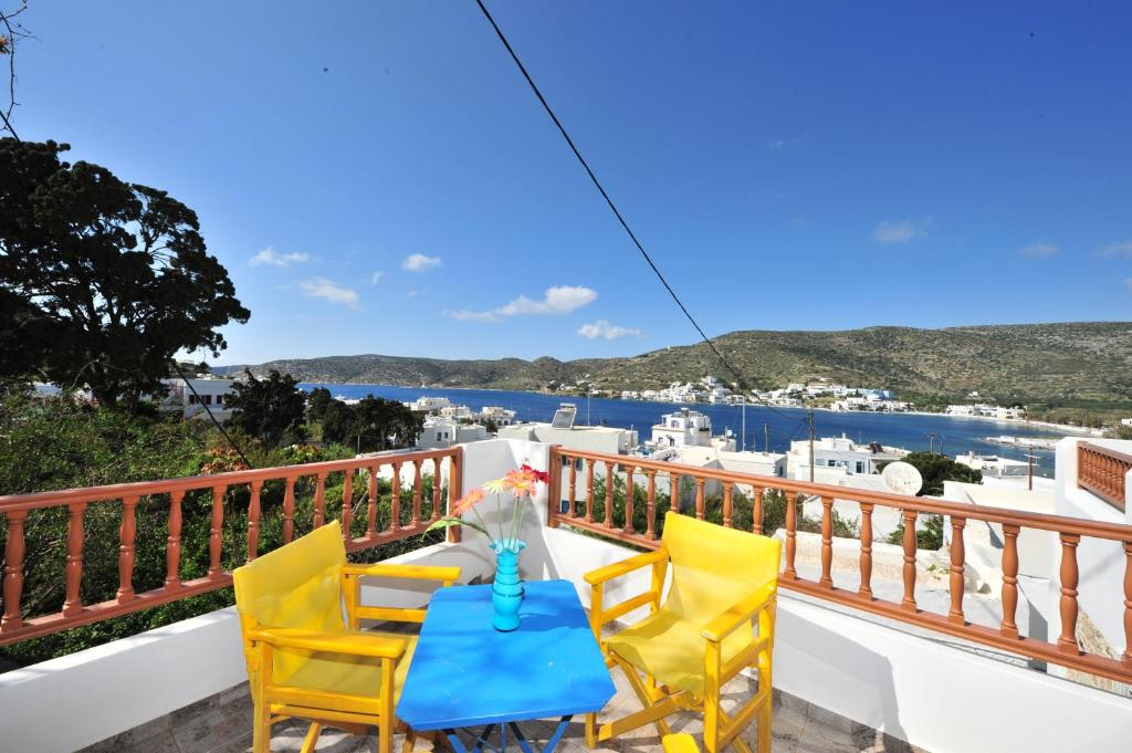 A balcony or terrace at Pension Sofia Amorgos