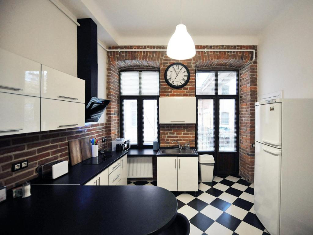 A kitchen or kitchenette at 4Rooms Hostel