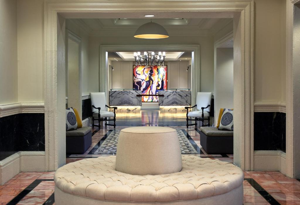 A seating area at Hotel Colonnade Coral Gables, Autograph Collection
