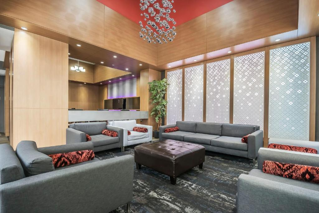 The lobby or reception area at Coast Vancouver Airport Hotel