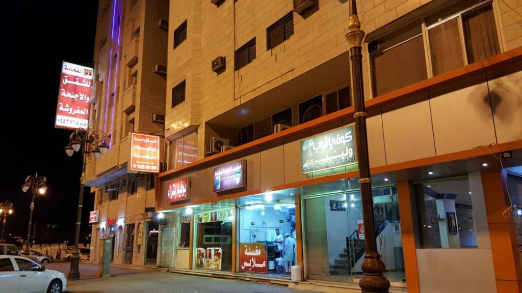A fachada ou entrada em Danat Alfakhamah