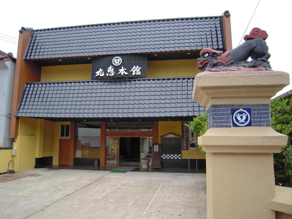 The facade or entrance of Ryokan Marue Honkan