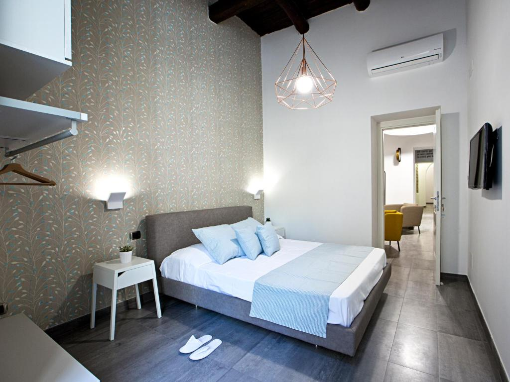 A bed or beds in a room at Parthenope Suite