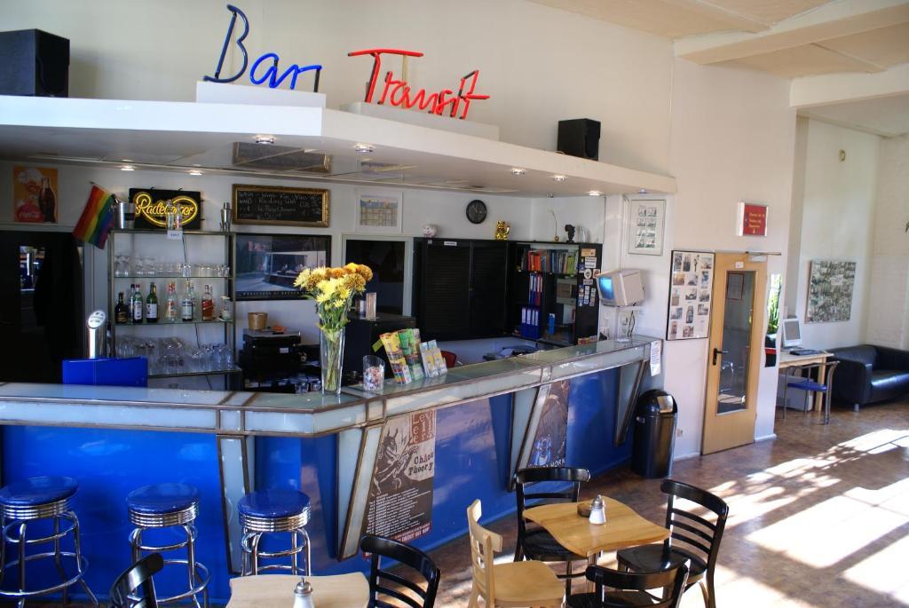 Lounge oder Bar in der Unterkunft Hotel Transit