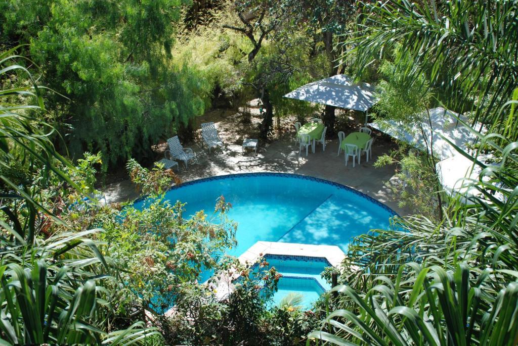 Uma vista da piscina em Pousada Casa das Flores ou nos arredores