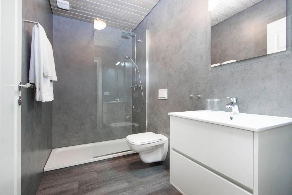 Salle de bains dans l'établissement Arnarstapi Hotel