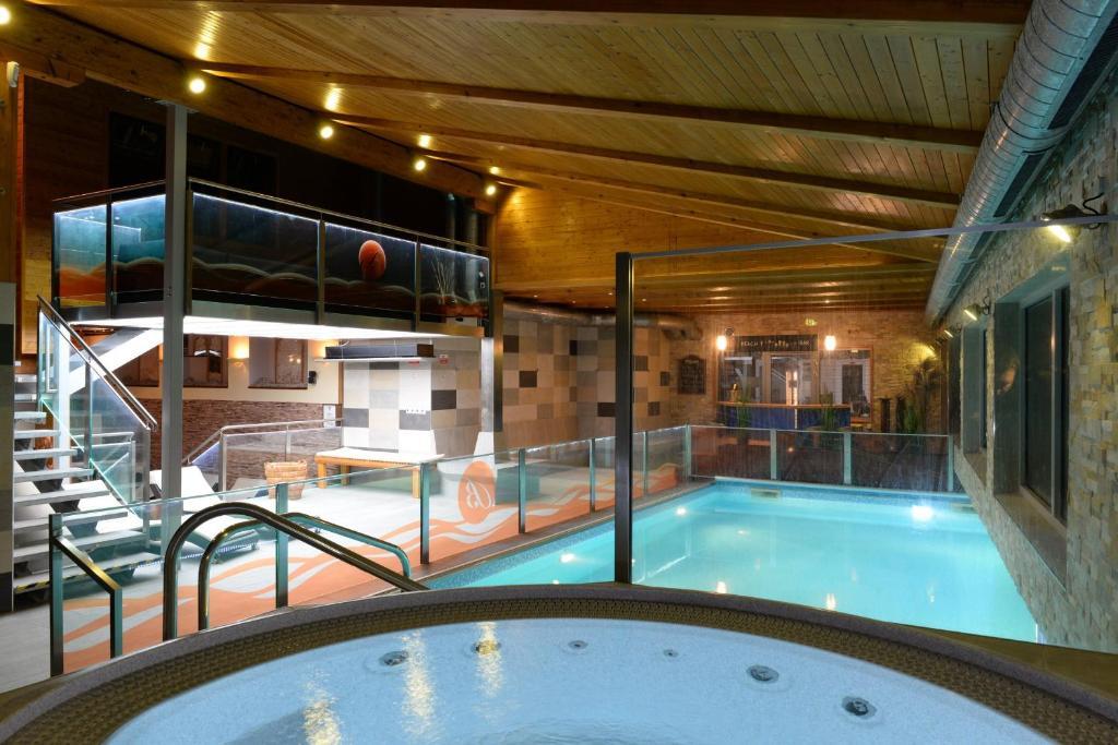 Bazén v ubytování Hotel Berg nebo v jeho okolí
