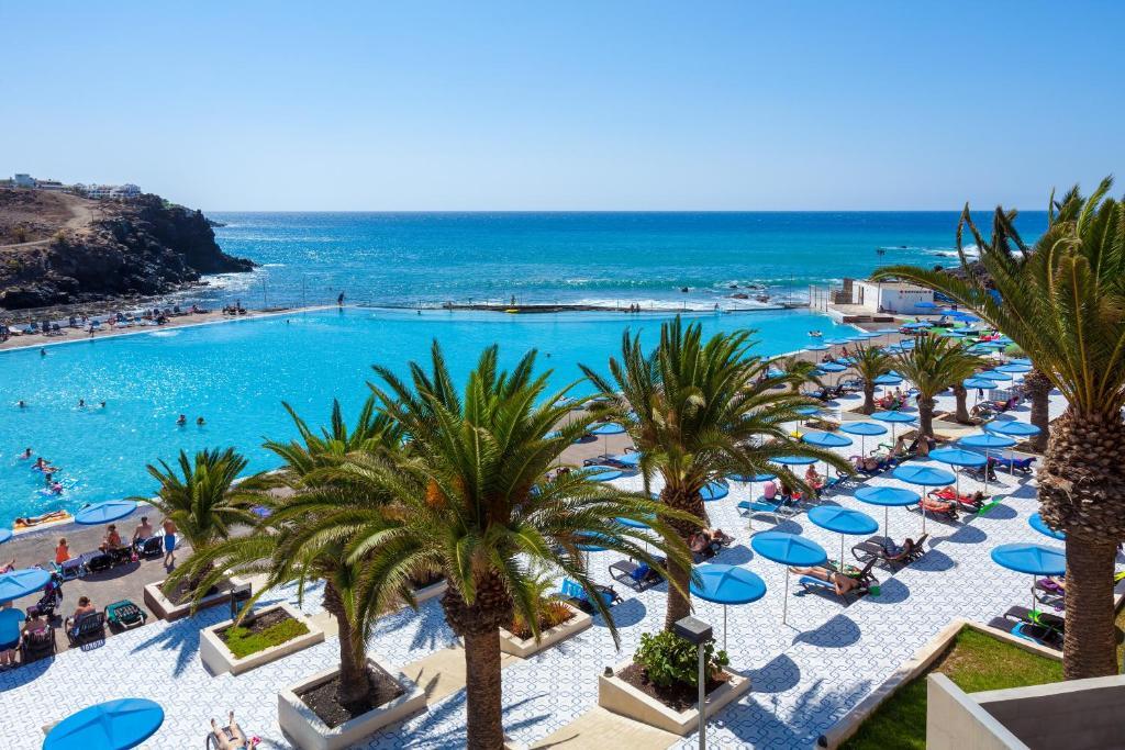 Uitzicht op het zwembad bij Alborada Ocean Club of in de buurt