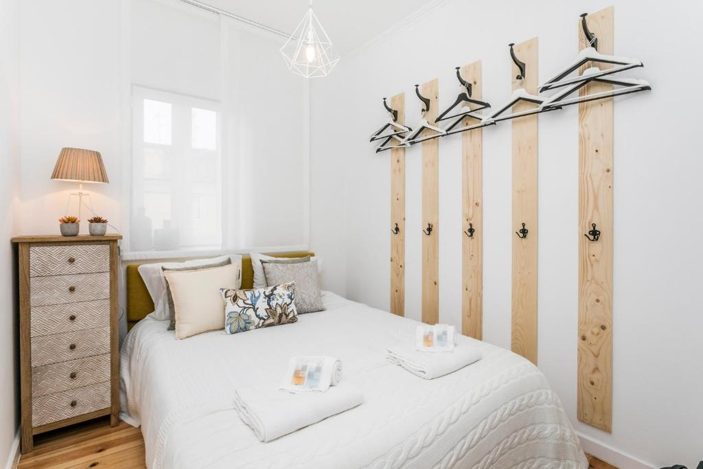 A bed or beds in a room at LxWay Apartments Alfama - Sao Miguel