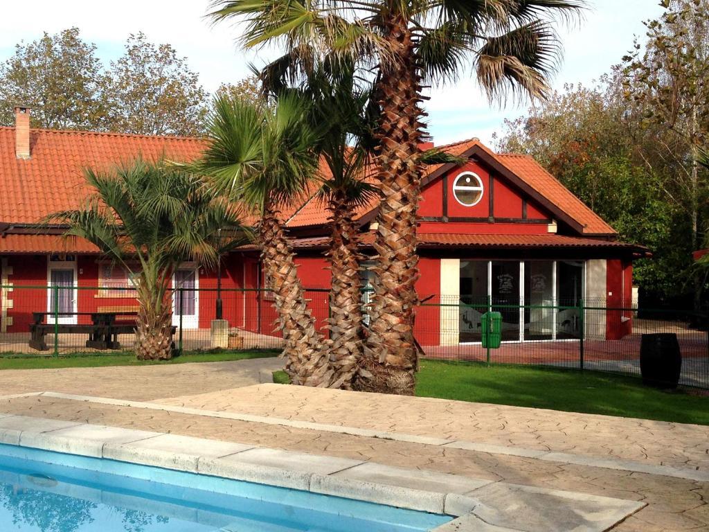 Het gebouw waarin het vakantiepark zich bevindt