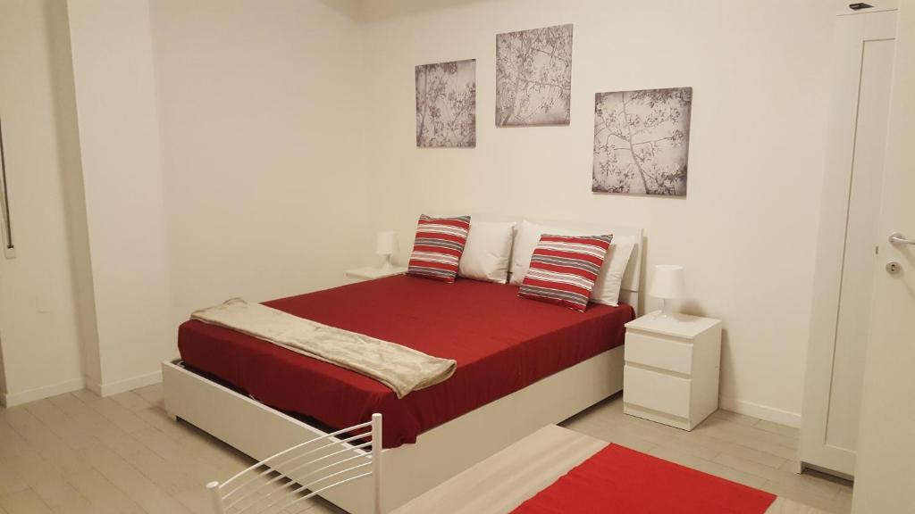 A bed or beds in a room at Appartamenti nonna Dina