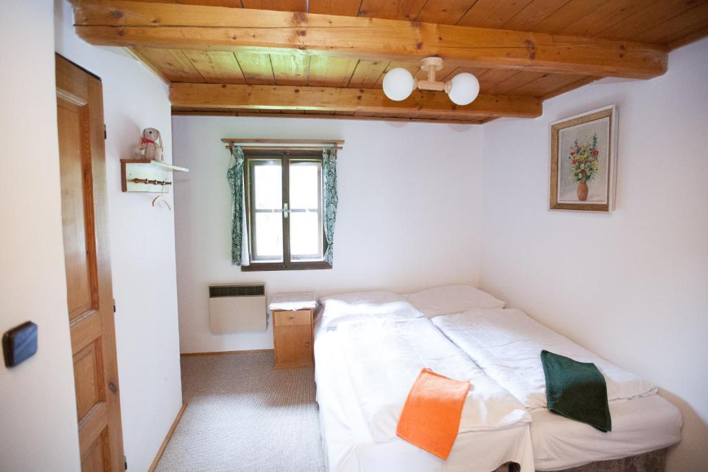 Postel nebo postele na pokoji v ubytování Horská chata Jonáš