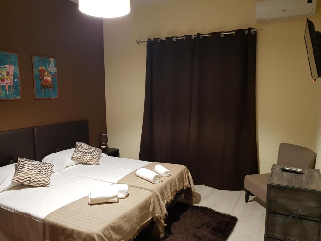 Uma cama ou camas num quarto em Almancil Hostel