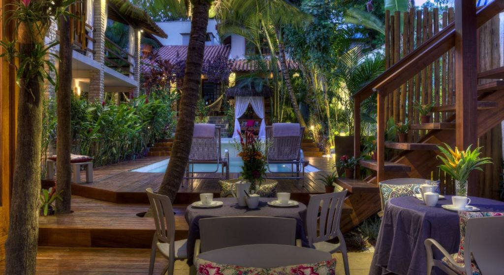 Um restaurante ou outro lugar para comer em Pousada Agua de Coco