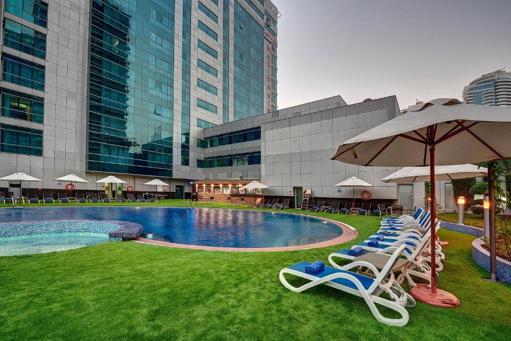 The swimming pool at or near Marina View Deluxe Hotel Apartment