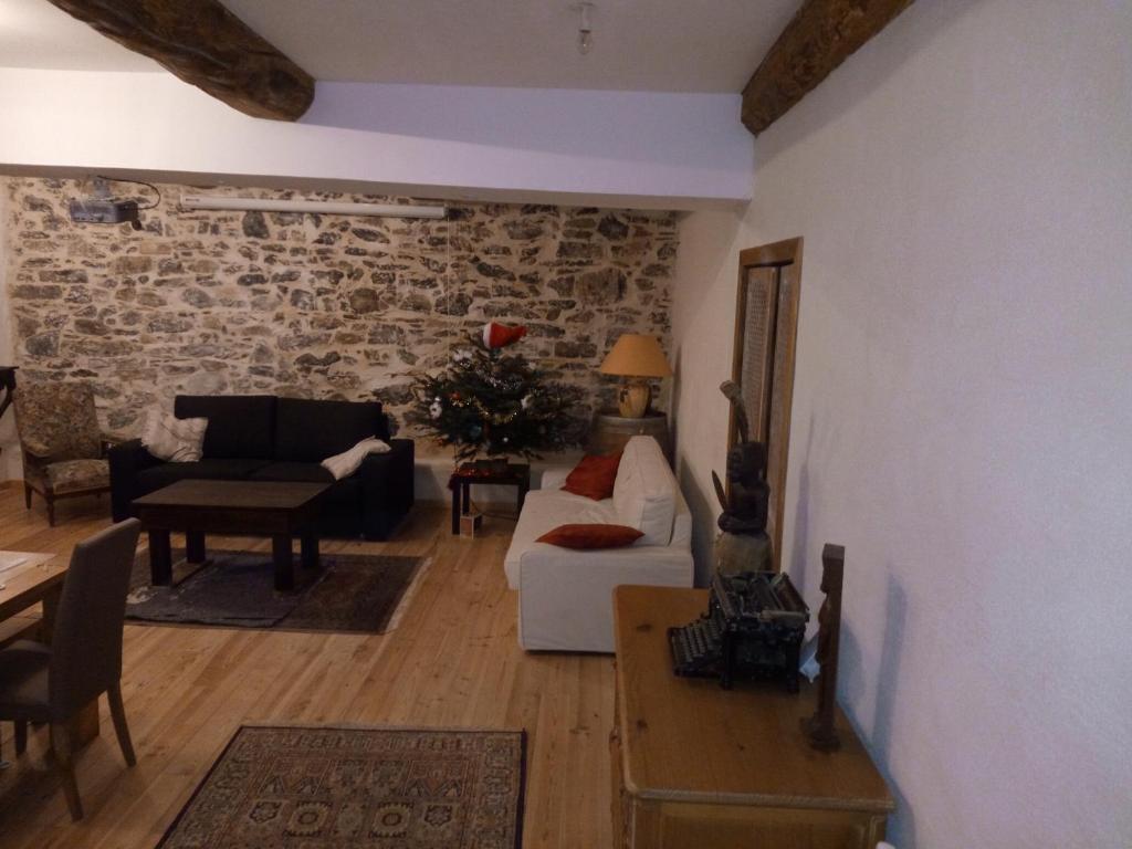 A seating area at L'Ours des Corbières