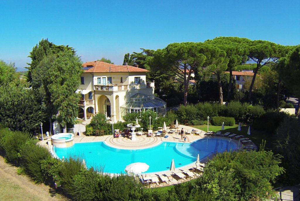 A view of the pool at Villa Mazzanta Relais & Residence or nearby