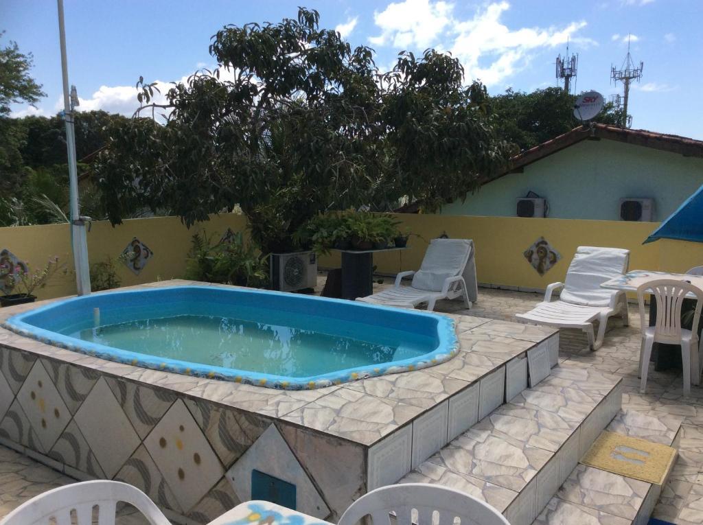 A piscina localizada em Pousada Solstício De Verão ou nos arredores