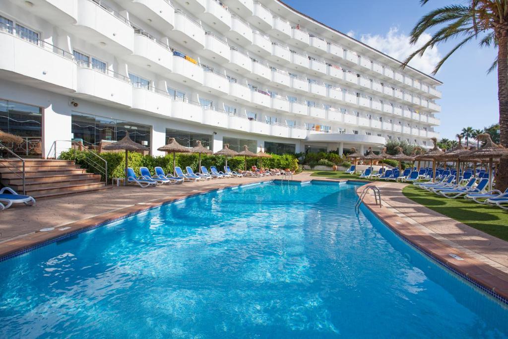 Het zwembad bij of vlak bij Grupotel Maritimo