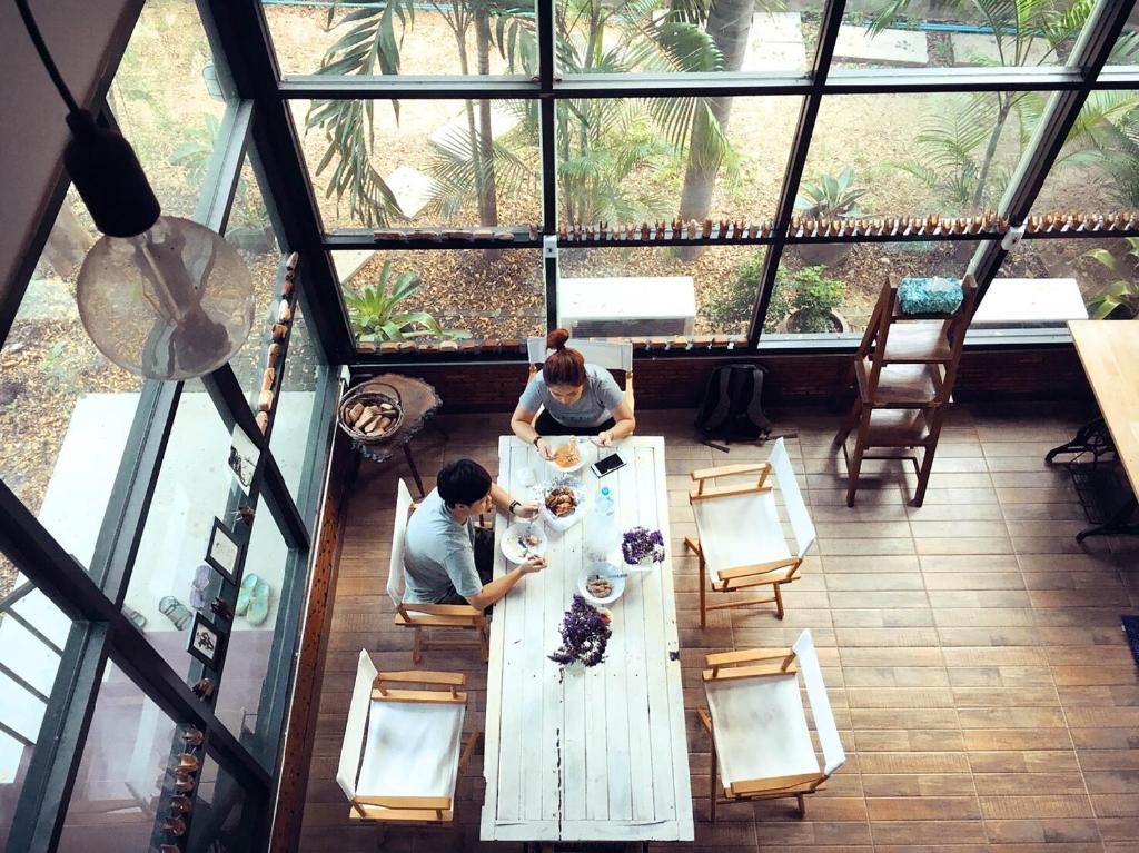 ห้องอาหารหรือที่รับประทานอาหารของ Pechnamkang