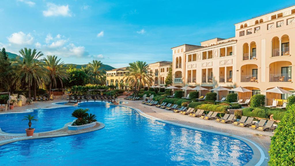 Basen w obiekcie Steigenberger Hotel and Resort Camp de Mar lub w pobliżu