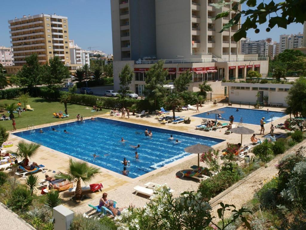 A view of the pool at Apartamentos Jardins da Rocha or nearby