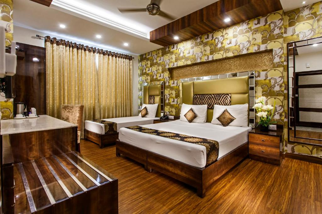A bed or beds in a room at Hotel Sunstar Heritage