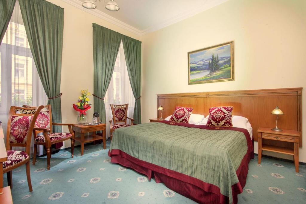 Кровать или кровати в номере Green Garden Hotel