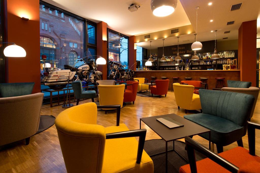 The lounge or bar area at Hotel am Borsigturm